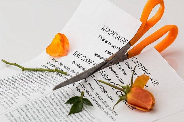 Czy pieniądze są w stanie zniszczyć związek?